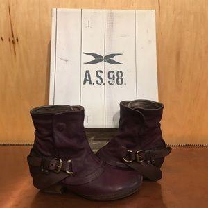 🌲EUC AS98 Purple Booties🌲
